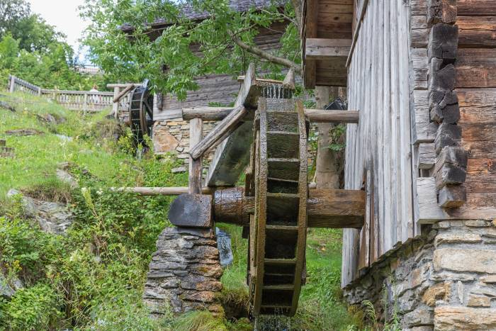Build A Hydroelectric Water Wheel