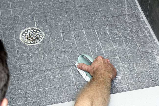DIY Tub, Tile, And Grout Cleaner